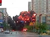 فيديو يحبس الأنفاس.. لحظة سقوط مروحية وسط مبان سكنية