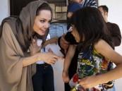 الممثلة العالمية انجلينا جولي تتبنى طفلاً سورياً