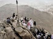 """البعثة المصرية تستعين بـ """"ونش"""" لتصعيد حاجة مفرطة في السمنة إلى عرفات"""