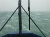 بالفيديو.. أمواج بارتفاع (16) متراً تواجه سفينة بالأطلسي