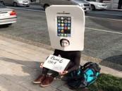 ياباني يحجز دوره أمام متجر آبل لشراء أول هاتف آيفون6
