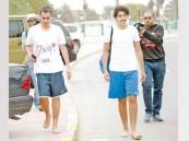 شاب كويتي يمشي حافياً دعماً للسوريين
