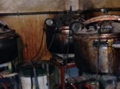 حائل.. القبض على وافد عربي وآخر آسيوي يديران مصنعاً لإنتاج الخمور (صور)