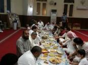 مسجد المعويد بالهفوف يقيم وجبة إفطار جماعي بمشاركة أهل الحي