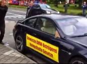 مواطن الماني يحطم سيارته الفارهه BMW بسبب تردي خدمات الصيانه