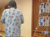 رغم توصيل محاليل طبية بجسده.. طفل يصلي التراويح بالمستشفى