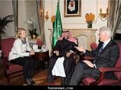 خادم الحرمين يستقبل وزيرة الخارجية الأمريكية وزوجها كلينتون