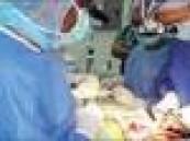 تعاني من ضعف وصغر في الكليتين .. فريق طبي في مستشفى الملك عبد العزيز ينهي معانات طفلة بعملية نادرة