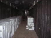 كانت مخبأة في صدر الشاحنة : جمرك البطحاء يحبط تهريب أكثر من عشرة آلاف زجاجة خمر ( صور ) .
