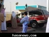 حادث مروري يحدث أضراراً كبيرة في سور مستشفى الملك فهد بالهفوف دون إصابات ( صور ) .