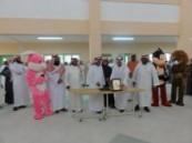 طلاب ومعلموا  ثانوية الهفوف يكرمون مديرهم وأربعة من معلميهم