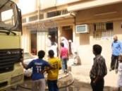الدفاع المدني بالأحساء يسيطر على حريق في منزل شعبي بمدينة الهفوف صباح اليوم وينقذ ثلاثة من أفراد الأسرة .
