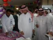 مدير مستشفى الولادة والاطفال بالأحساء يفتتح معرض الأسنان صحة وجمال