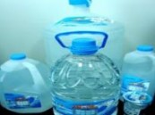 """الغذاء والدواء تُحذِّر من مياه """"عيون مكة""""وتطالب المستهلكين بالتخلص منها"""