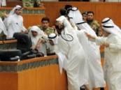 عراك بالأيدي وتبادل اللكمات بين نواب في البرلمان الكويتي .. ( فيديو )