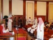 سماحة مفتي عام المملكة والمطلق يلتقيان معلمو العربية بإندونيسيا والسنغال .