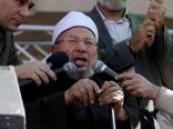 """""""القرضاوى""""يطالب الثوار بالحفاظ على روح الميدان وأخلاقه"""