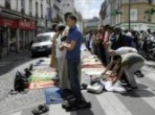 فرنسا تبدأ حظر صلاة المسلمين في شوارع باريس