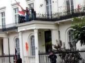 سوريون يقتحمون سفاراتهم في دول عدة .. و دمشق تحتج على اقتحام سفاراتها