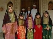 أهالي الأحساء يشترون الملابس التراثية والحلوى و العديد من الأسر تستعد بثوب النشل والهدايا للأطفال لمناسبة القرقيعان  ..