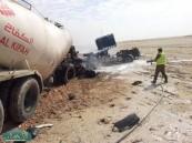 مصرع أسيوي محترقاً وإصابة أخر في حادث تصادم بين شاحنتين على طريق سلوى البطحاء .