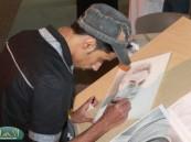 الفنان التشكيلي أحمد بوخضر يلفت أنظار زوار كلنا منتجون (  3 )