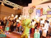 """تكريم المتفوقين بـ """" فرحة نجاح """" وتوزيع كوبونات السحب في ثاني أيام ( مهرجان الأحساء للتسوق والترفيه )"""