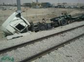 تصادم قطار مع شاحنة في الخرج يسفر عن وفاة راكبيها