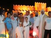أربعة فليبين يشهرون إسلامهم وسط تكبير وتهليل الحضور في مهرجان ( فرحة حسانا ) .