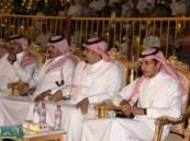 الأمير محمد بن عبد العزيز بن جلوي يبدي إعجابه بما شاهده من فعاليات في مهرجان ( فرحة حسانا ) .