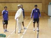 رئيس الهلال عبدالرحمن بن مساعد يشارك لاعبيه الإعداد للمواجهة الآسيوية