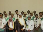 أمير المنطقة الشرقية يلتقي بالكشافة المشاركين في خدمة الحجاج بمكة المكرمة .