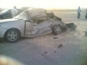 متهور  يستطم بثلاث سيارات متوقفة وكبينة كهرباء ووفاة شخص على طريق سلوى