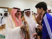 أمير الحدود الشمالية يتوج جامعة القصيم بكأس بطولة كرة الطاولة للجامعات .