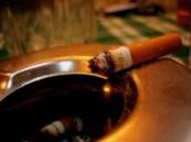 مائتا ريال غرامة مالية على كل (مدخن) في الأماكن العامة !!