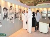 صور اللحظات الأخيرة لأكتشاف النفظ تجذب زوار جناح دارة الملك عبد العزيز