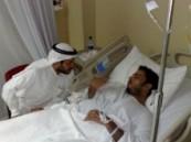 مدير هيئة الهلال الأحمربالإحساء يزور منومين من الهيئة في المستشفى  .