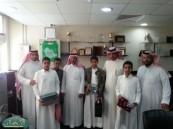 مدرسة الملك عبد العزيز المتوسطة بالهفوف تُـكرم عدد من طلابها .