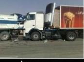 بسبب الضباب والسرعة الزائدة : إصابة 15 شخصا صباح اليوم في حادث تصادم بين 25 سيارة على طريق الرياض ? الدمام السريع .