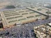 حجاج بيت الله الحرام يقفون على صعيد عرفات الطاهر اليوم  .