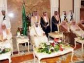 خادم الحرمين خلال استقباله ضيوف الخليج ومنسوبي أمن الحج : السعودية لن تقبل التجاوز على أحد ولكنها لن تسمح بالتعدي على شبر من الوطن .