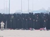مصليات العيد في الاحساء تشهد حضورا لافتا للنساء .