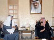 الأمير بندر بن عبدالعزيز يقوم بزيارة لنائب خادم الحرمين في قصره .