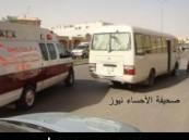 إصابة 5 طالبات من كلية الآداب للبنات بالأحساء في حادث مروري لحافلة نقل كانت في طريقها لمدينة العيون ( مرفق صور للحادث حصرية )