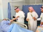 بمناسبة شفاء سمو ولي العهد : طلاب متوسطة الثقبه يزورون مرضى جامعي الخبر ( مرفق صور )