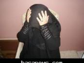 بعد ان طرح والدهاارضاً… زوج أحدى المعلمات يعتدى عليها امام مبنى مدرستها بمدينة الرياض