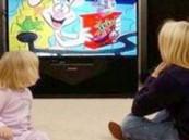 مشاهدة التلفزيون مطولا تؤخر الكلام عند اللأطفال .