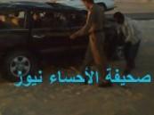 وفاة يمني على الفور في حادث إنقلاب سيارة ( لاند كروزر ) أثناء فحصها على طريق الصناعية ( مرفق صور ).