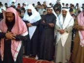 إقامة صلاة الأستسقاء بمدرسة عمر بن عبد العزيز بالمبرز  .