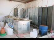 أصابع الإتهام وجهت الى أربعة آسيويين يعملون به : هيئة الشرقية تضبط مصنعاً كبيراً للخمور داخل ورشة بصناعية الأحساء  في مدينة العيون ( مرفق صور حصرية ) .